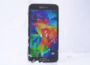 La tecnología se suma al desafío del cubo helado: Samsung Galaxy S5 reta a sus rivales no impermeables