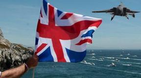 Gibraltar vuelve protagonizar la polémica: tras la Royal Navy... ¡llegan los cazas!