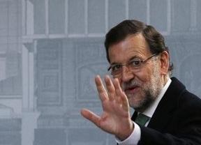 Discutido Rajoy: su liderazgo en el PP se hunde entre 'aznaradas' y 'déficitadas'