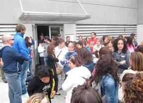 La Policía desaloja a 150 ex trabajadores del centro de Teletech en Toledo
