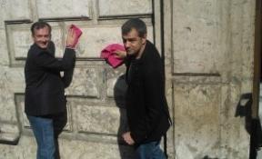 Toni Cantó (UPyD), bayeta en mano, para 'limpiar' la corrupción en Andalucía