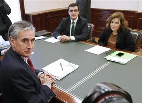 Jáuregui y Sáenz de Santamaría acuerdan el procedimiento para el traspaso de poderes