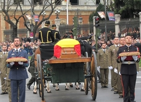 Madrid despidió ya a Adolfo Suárez, cuyos restos mortales se trasladaron a Ávila, donde descansarán en la catedral