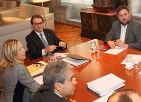 La clave del desafío catalán: ¿quién se levantará antes de la mesa?