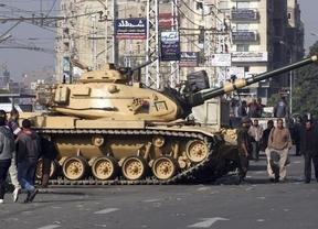 El ultimatum se acabó: el Ejército egipcio ocupa la televisión estatal y y se despliega por El Cairo