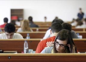 Revuelo en el mundo universitario: menos becas, más tasas, menos alumnos...