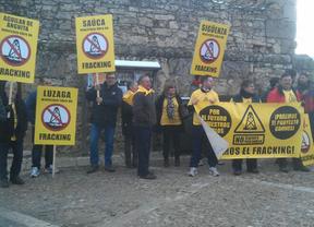Protestas de la Plataforma contra el Fracking durante la visita de Cospedal a Sigüenza