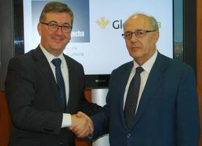 La Junta firma un convenio con Globalcaja que aportará 50.000 euros a actividades culturales en la región
