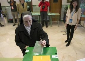El 33,95% de los andaluces han votado hasta las 14.00 horas, por lo que la participación sube casi 5 puntos respecto a 2012
