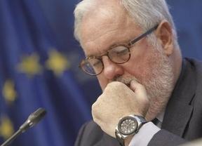 Rajoy promete una Comisaría 'importante' a Cañete y se olvida de Guindos