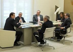 Rajoy inicia contactos con los agentes sociales apuntando cambios en el �mbito laboral