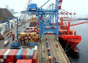 El déficit comercial cerró 2012 con un descenso del 33,6%, hasta 30.757,4 millones