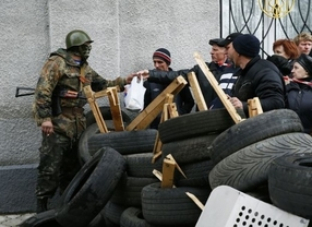 Milicias prorrusas toman una comisaria y la sede del Servicio de Seguridad de Ucrania en Slaviansk