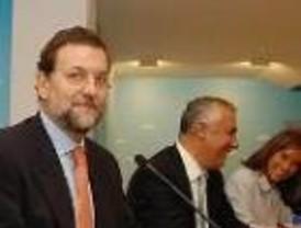 Rajoy acusa a ZP de negociar un