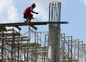 Los salarios pactados en convenio suben el primer semestre... dos centésimas más que en 2013