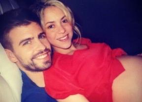 Shakira y Piqué presumen de embarazo en Twitter