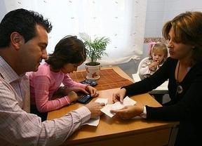 La tasa de ahorro de los hogares cae hasta el 4,4% de su renta disponible en el tercer trimestre