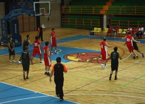 Los árbitros de baloncesto de Castilla-La Mancha denuncian impagos:¿peligra la competición?