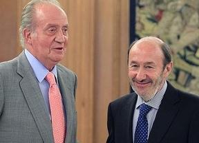 Rubalcaba acaba con la posición tradicional del PSOE con la monarquía