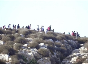 Esperpento en Isla Tierra: España y Marruecos se reparten a los inmigrantes como mercancía