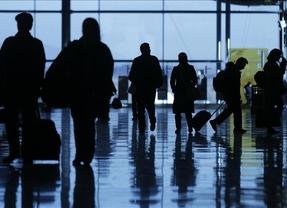 Continúa la 'fuga' de españoles: 42.685 abandonaron el país en el primer semestre del año