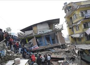 Nepal despierta con más de 2.000 muertos