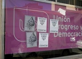 La sede de UPyD en Ciudad Real aparece con carteles de 'grupos antisistema'