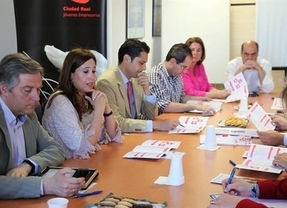Rosa Romero (PP) promete a empresarios fomentar la cultura emprendedora