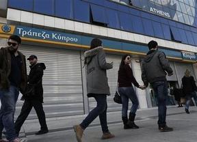 La Comisión Europea reconoce ahora que sí baraja poder repetir el rescate 'modelo Chipre' en el futuro