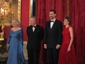 Elogios al príncipe Felipe por sacar la cuestión de Gibraltar ante Carlos de Inglaterra