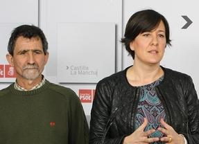 El alcalde de Anchuras junto a la diputada regional, Blanca Fernández