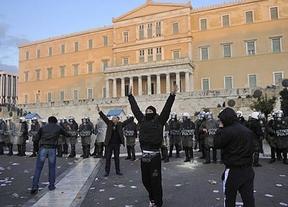 Lunes complicado y turbulento tras el nuevo estallido social en Grecia, que aprobó el segundo rescate