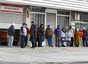 Siguen los brotes verdes: el paro baja por quinto mes seguidos  con casi 65.000 desempleados menos