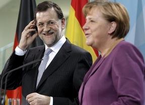 Rajoy pretende cerrar con Merkel el reparto de 'sillas' europeas mientras Juncker les avisa de que no se dejará 'influir'
