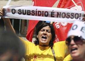 Portugal le aprieta aún más el cinturón a los trabajadores mientras 'afloja' el de las empresas