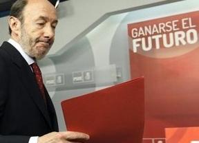 El PSOE, a ritmo de fútbol, también jugará el 13 de julio la 'final' para elegir al sucesor de Rubalcaba
