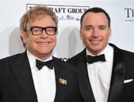 Elton John y su esposo se convirtieron en padres