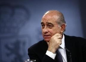 El ministro del Interior recuerda a la oposición que hay homenajes a la División Azul desde 2003, incluyendo la 'era Zapatero'
