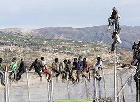 La Guardia Civil y los agentes marroquíes frenaron la entrada a Melilla de 400 inmigrantes