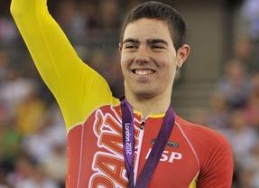 El ciclista Alfonos Cabellos y su medalla de oro