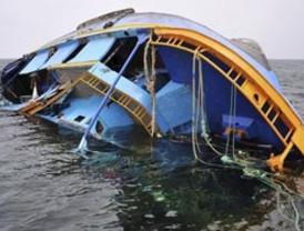Desaparecen al menos 10 egipcios y rescatan a otros 6 en naufragio de barco en el Nilo