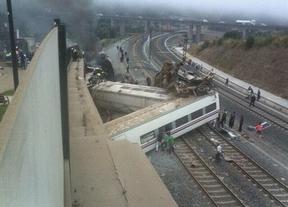 Tragedia en el tren: al menos 50 muertos al descarrilar un Alvia que circulaba por vía AVE en Santiago de Compostela