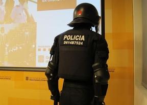 Los antidisturbios de los Mossos llevarán, al fin, una identificación visible... en la espalda