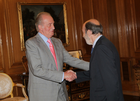 El rey se ve con Rubalcaba en una reunión fuera de su agenda