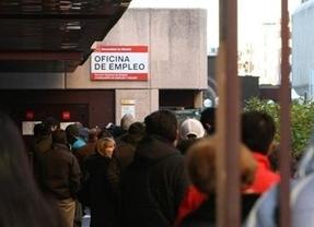 El Inem, mejor que la EPA: baja el paro en abril con menos de 5 millones de desempleados