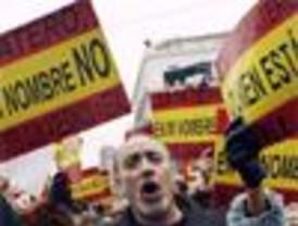 Españoles se manifiestan tras el atentado de ETA