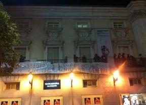 Willy Toledo se encierra junto a otros artistas en el Teatro Español con motivo de la huelga general