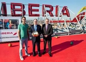Iberia promociona el Mundial de España con una muestra de baloncesto acrobático