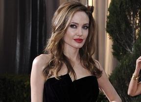 La pierna derecha de Angelina Jolie estrena cuenta en Twitter