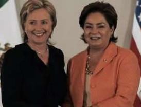 Encuentro entre el presidente Calderón y Zelaya es un paso a la solución de la crisis en Honduras dice Arias